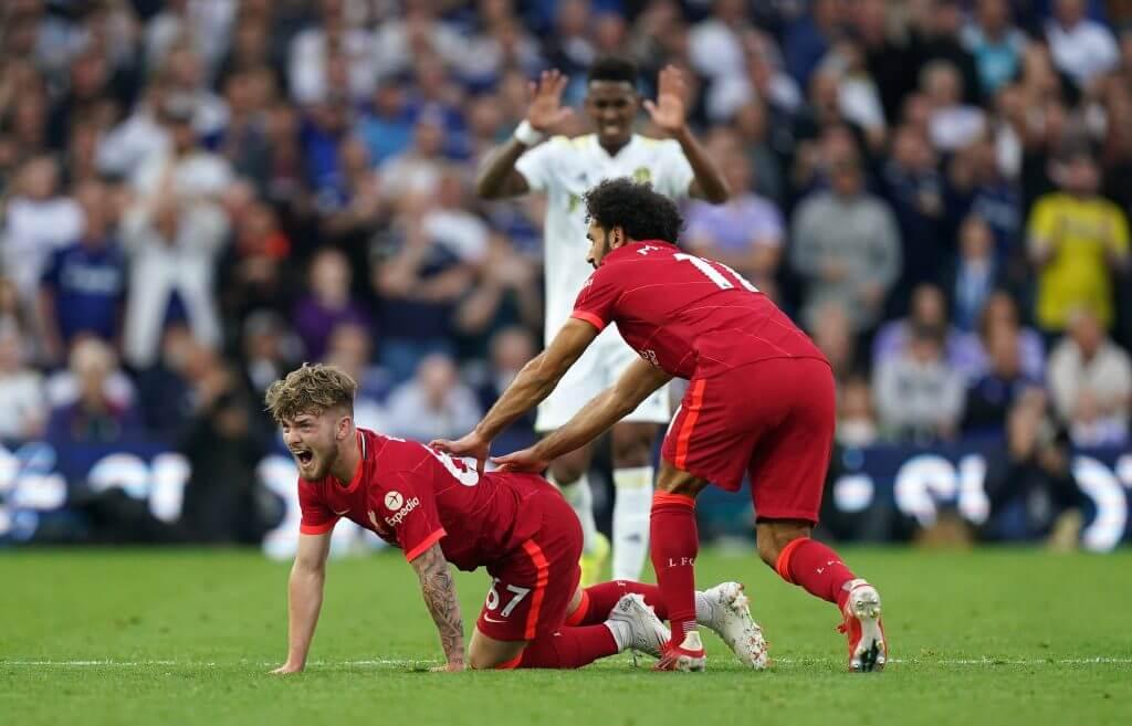 Harvey Elliott: Igrač Liverpoola brani Leedsovog Pascala Struijka 1